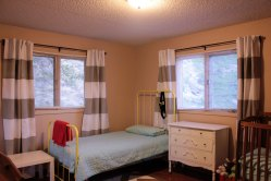 Striped-Curtains-in-Boys-Room-Overall