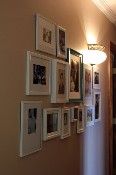 Hall-Gallery-Wall-with-Sconce