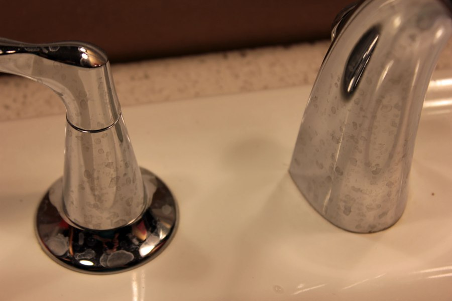 Chrome-Faucet-Before-Norwex