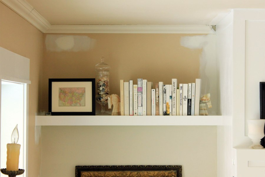 Family-Room-Bookshelf-Arrangement-Books-and-Frame