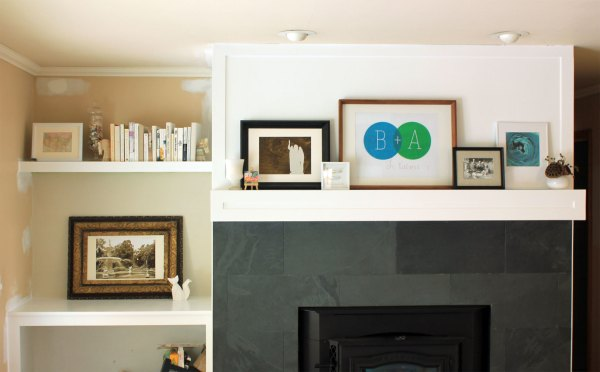 Family-Room-Bookshelf-Arrangement-Books-and-White-Frame