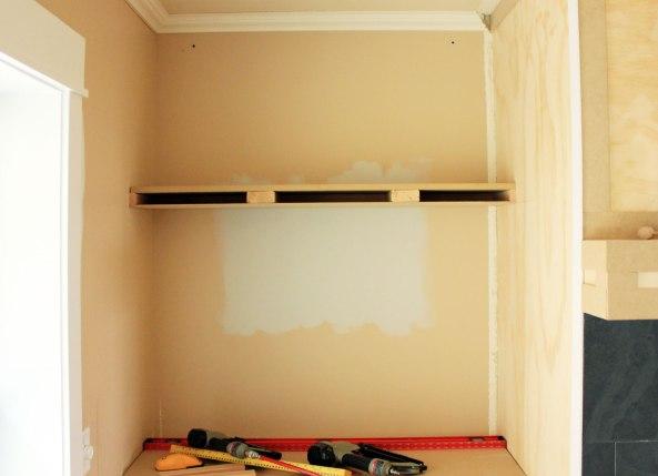 Build floating wall desk plans diy mdf woodworking for Build your own floating desk