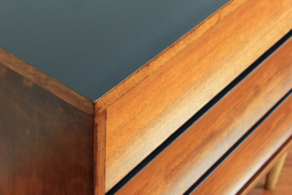 Mini-Dresser-Top-Detail