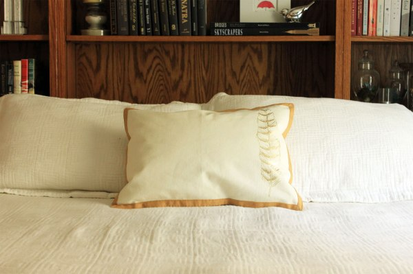 Place Mat Pillow and Cover Tutorial on Bed