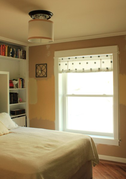 Drum-Shade-in-Guest-Bedroom