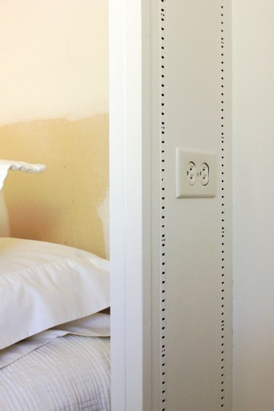 Guest-Bedroom-Outlets-in-Bookshelves