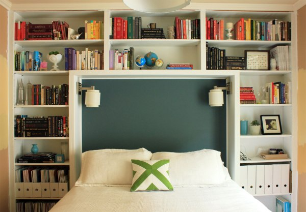 Guest-Room-with-Green-Pillow