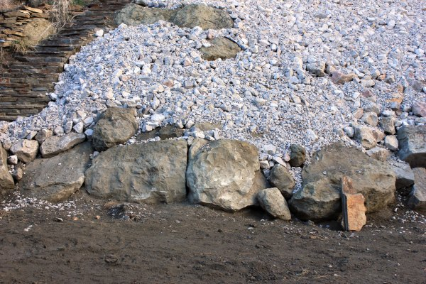 Boulders-and-Landscaping-in-Back-Yard