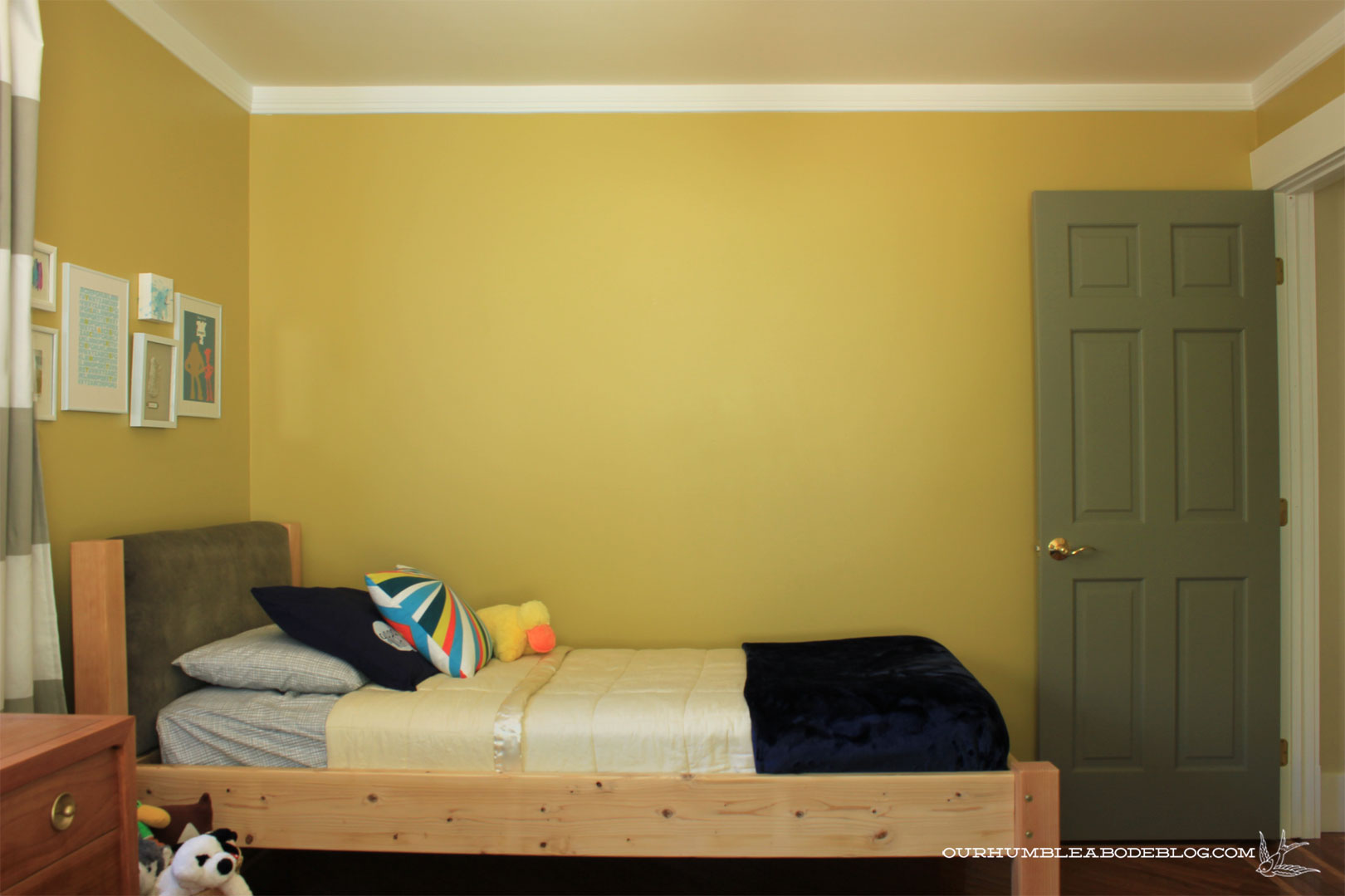 Boys-Bedroom-Blank-Wall
