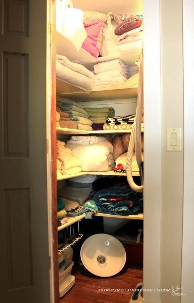 Linen-Closet-Before-Organizing