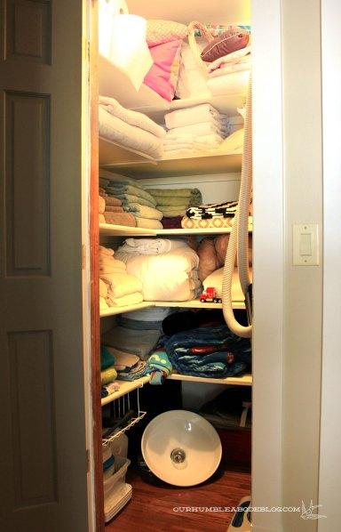 Linen-Closet-Before-Organizing
