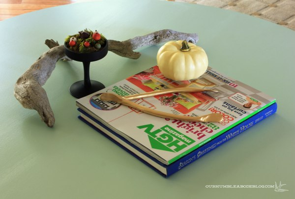 Jewel-Tone-Fall-Coffee-Table-Decor
