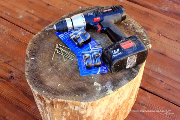 Stump-Table-with-Painted-Top-and-Casters-Supplies