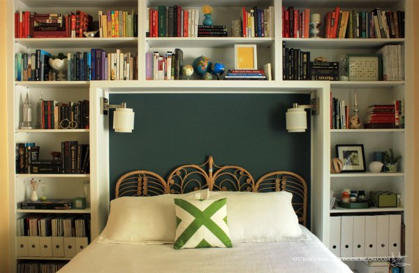 Wicker-Headboard-in-Guest-Room