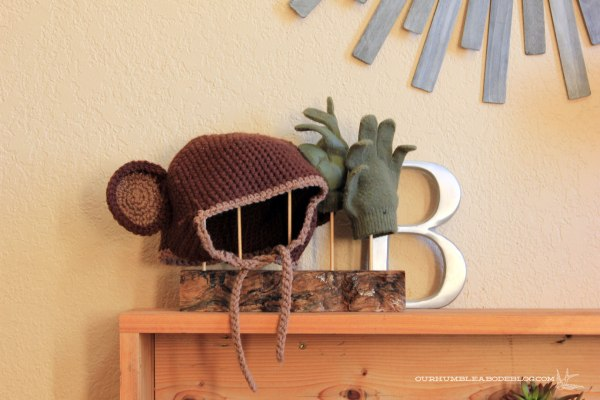 Entry-Mitten-Rack-Sculpture-in-Use