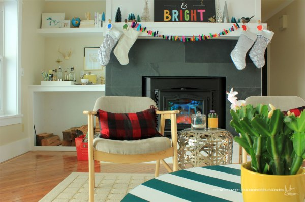 Christmas-Home-Tour-Scarf-Pillow-and-Mantel