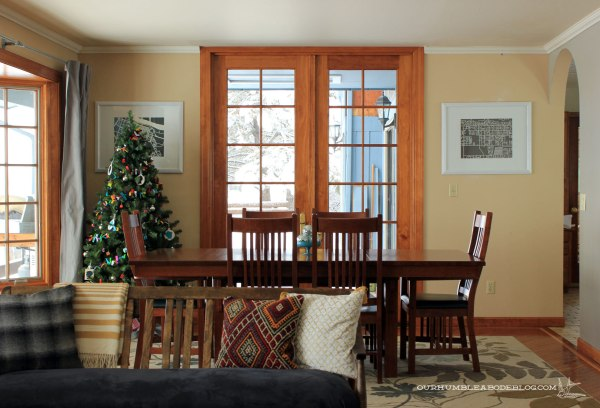 Dining-Table-in-Room