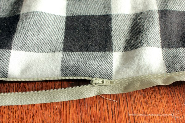 Zipper-Tutorial-One-Side-Sewn