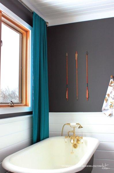 Master-Bathroom-Arrow-Art-Above-Tub