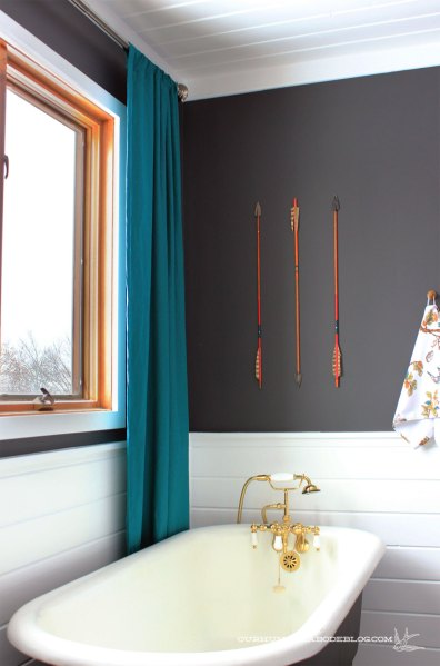 Master-Bathroom-Arrow-Art-Above-Tub