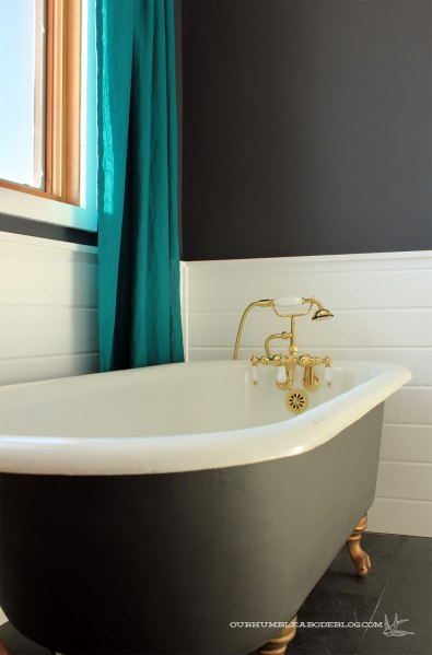 Master-Bathroom-Claw-Foot-Tub-from-Door