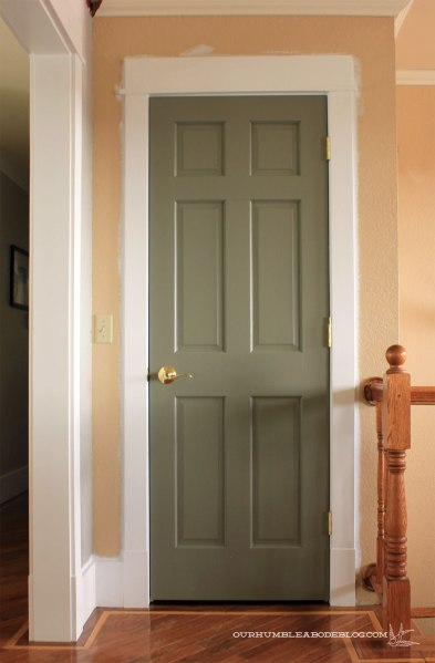 Entry-Closet-Door-Painted-with-New-Trim