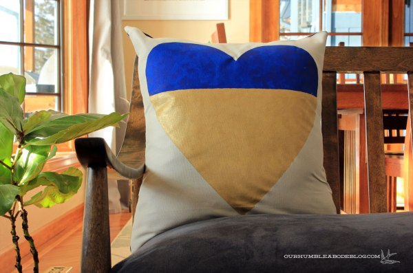 Two-Tone-Valentine-Heart-Pillow-Detail