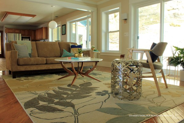 Floral-Rug-in-Family-Room-Overall