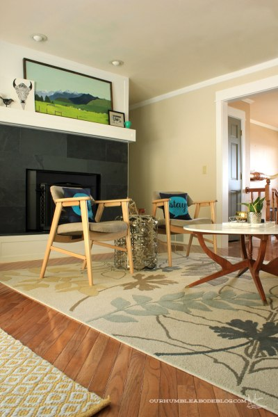 Floral-Rug-in-Family-Room-with-Entry