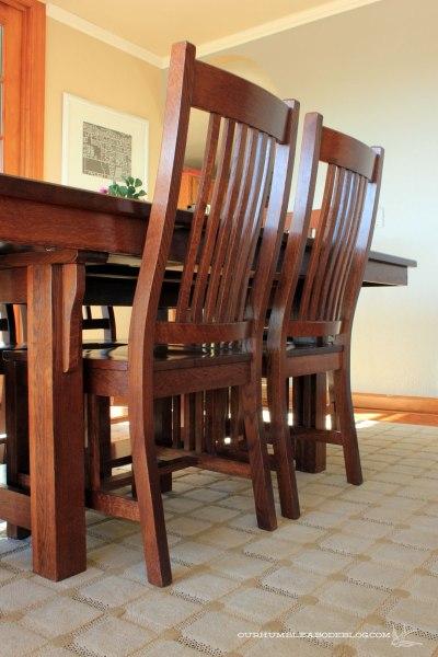 Grid-Rug-in-Dining-Room-Chair-Detail