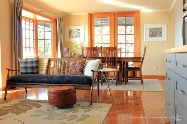 Grid-Rug-in-Dining-Room-with-Living-Room