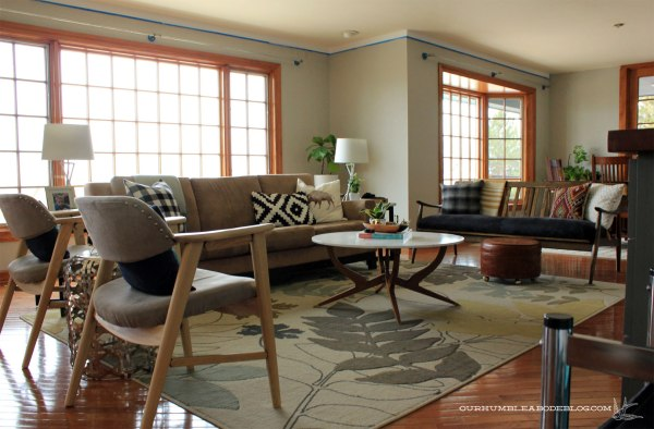 Sofa-and-Chairs-in-Living-Room-Overall