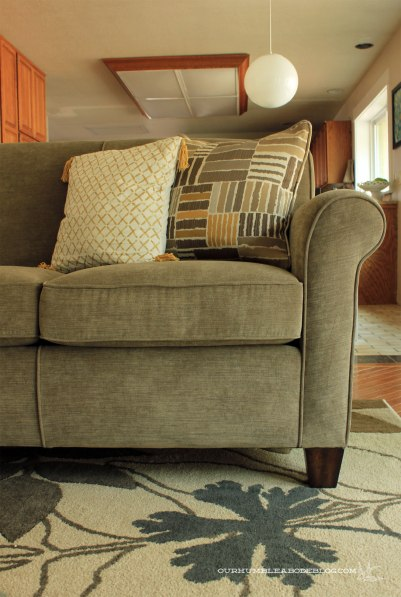 Flexsteel-Dana-Sofa-in-Family-Room-Arm-Detail