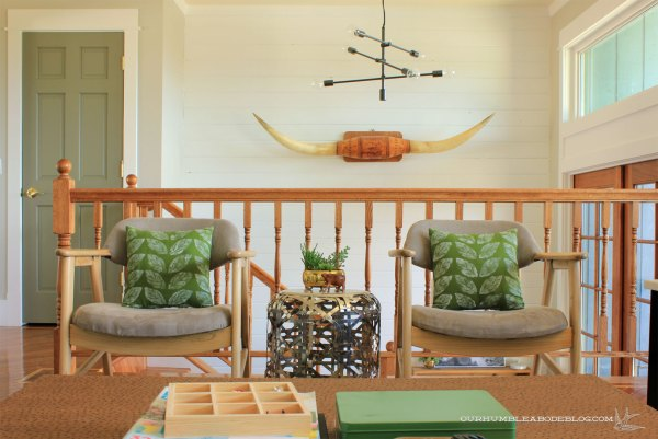 Green-Leaf-Pillow-in-Chairs