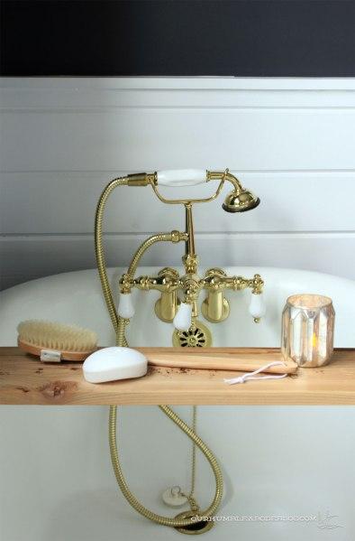 Cedar-Tub-Shelf-Detail