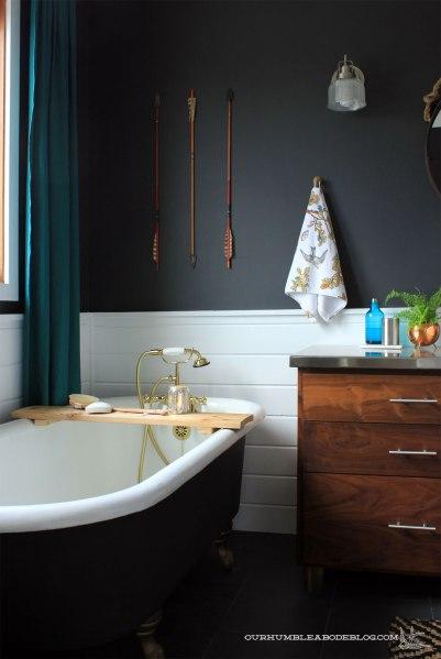 Cedar-Tub-Shelf-in-Bathroom