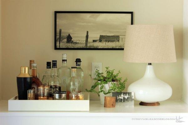 Glass-Lamp-on-Bar-Detail