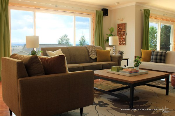 Living-Room-with-Bright-Olive-Curtains-Mock-Up
