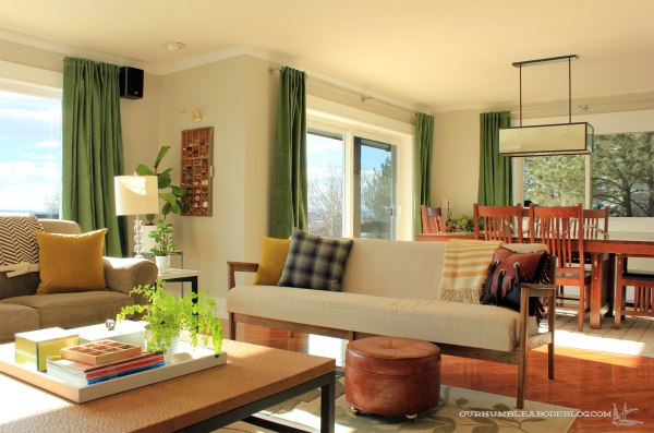 Green-Curtains-in-Front-Rooms