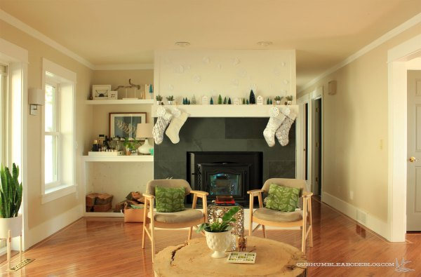 Christmas-Mantel-in-Family-Room
