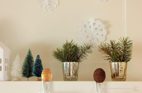 Christmas-Mantel-Tree-Detail