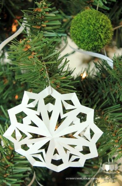 Christmas-Tree-Paper-Snowflake-Ornament