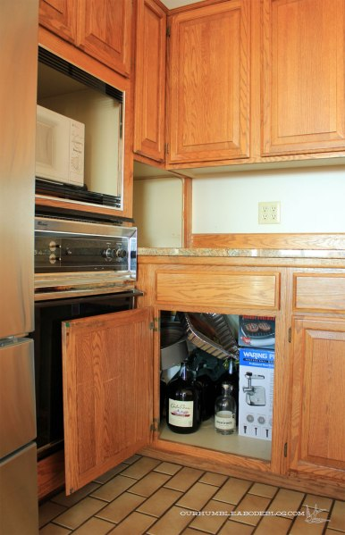 Corner-Cabinet-in-Kitchen