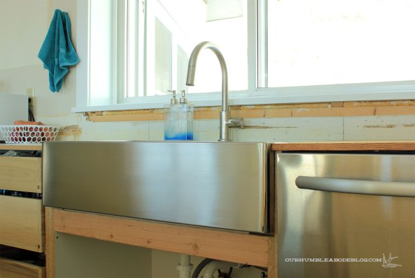 Kitchen-Sink-Installed-with-Faucet