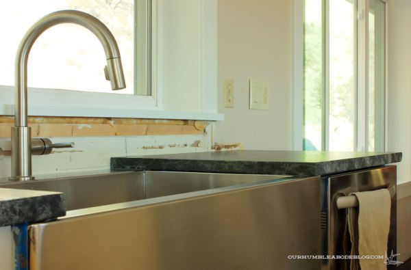 Kitchen-Soap-Stone-and-Sink-Dishwasher-Side