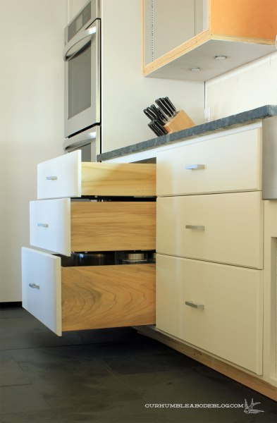 Kitchen-Drawers-with-Fronts-Pulled-Out