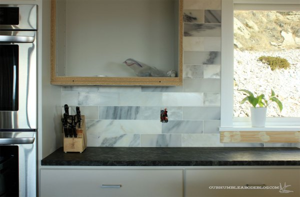 Marble-Backsplash-Grouted-Under-Cabinet