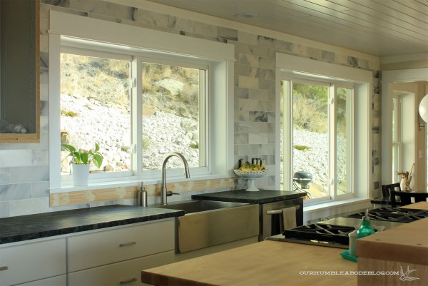 Marble-Backsplash-on-Kitchen-Wall
