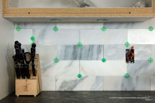 Marble-Backsplash-Under-Cabinet