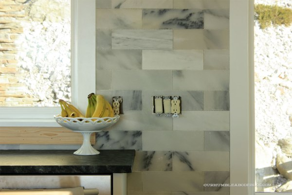 Marble-Backsplash-Ungrouted-Between-Windows